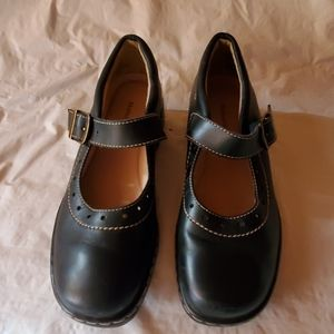 Naturalizer black leather shoes size 8M